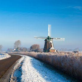 Holländische Windmühle in Winterlandschaft  von Inge van den Brande