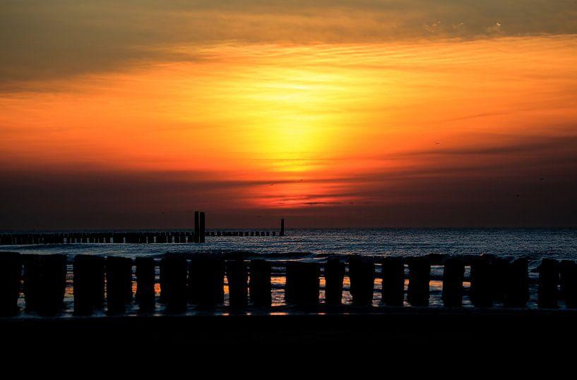 Zonsondergang op het strand van Domburg van Fotografie Jeronimo