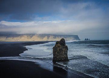 Reynisdrangar cliffs van Thijs Schouten