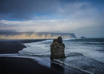 Reynisdrangar cliffs van