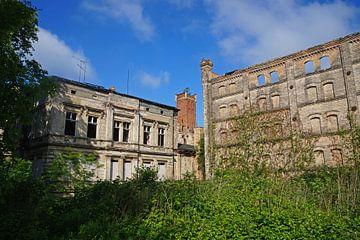 alte Villa und Lagergebäude im Gebäudekomplex der Böllberger Mühle in Halle Saale von Babetts Bildergalerie