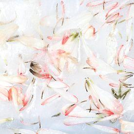 Frozen Flower Petals - Roze Bloesem van Nicole Schyns