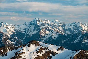 Uitzicht op de Allgäuer Hoge Alpen van Leo Schindzielorz