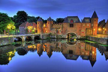 Medieval gates sur Sjoerd Mouissie
