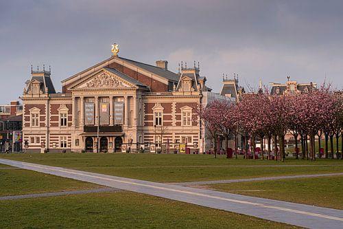 Het concertgebouw in het voorjaar