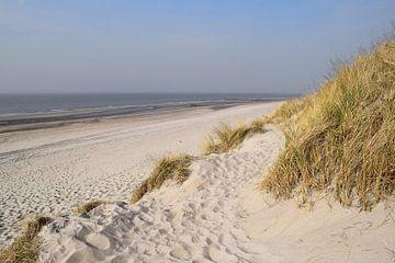 Verlaten strand op Schouwen-Duiveland van Nicolette Vermeulen