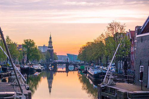 Amsterdamse ochtendgloren van Erik Mus