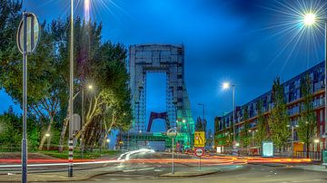 Rotterdam bij nacht van Dick van der Wilt