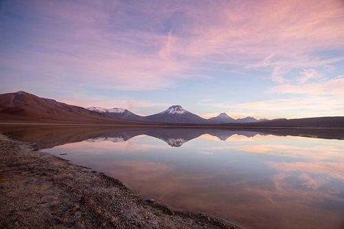 Zonsopkomst in de Atacama woestijn. von Armin Palavra