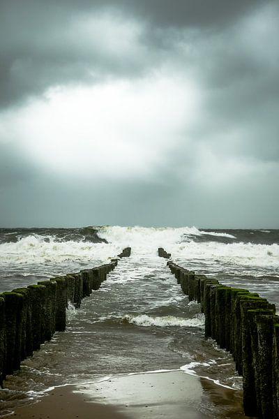 Storm aan zee van Erik Wouters