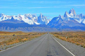 Weg met besneeuwde bergtoppen Argentijns Patagonië van My Footprints