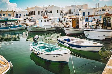 Traditioneller Fischereihafen auf Paros, Griechenland von Daphne Groeneveld