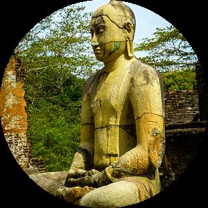Buddha statue seated around stupa of The Polonnaruwa Vatadage van Inez Wijker