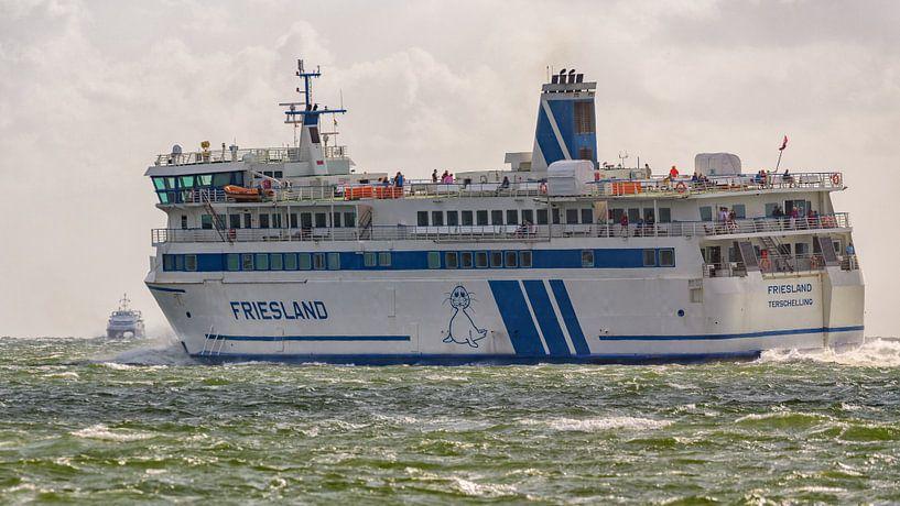 Veerboot Frieslan en snelboot Tiger van Roel Ovinge