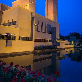 Raadhuis Hilversum bij avond van Pascal Raymond Dorland