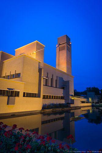 Raadhuis Hilversum bij avond