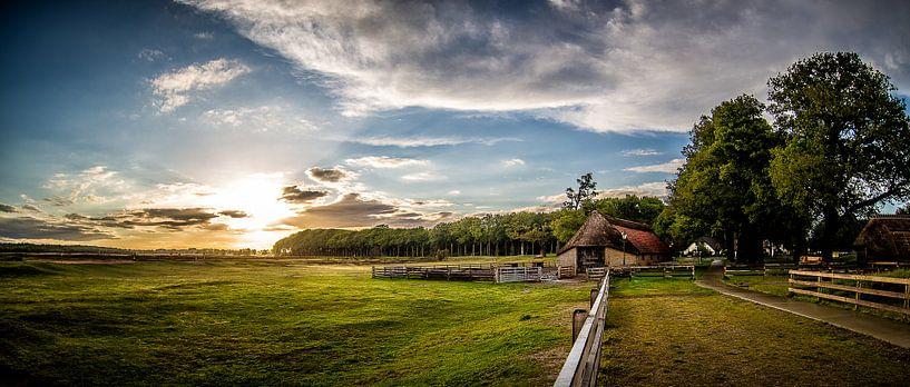 Schaapskooi Sunset (Ginkelse Heide) van Joram Janssen