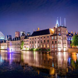 Regeringsgebouwen aan de Hofvijver als sfeervolle nachtfoto van Ricardo Bouman   Fotografie