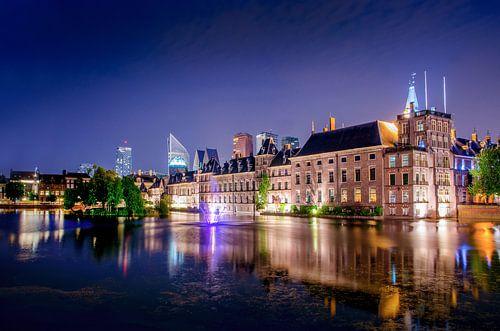Regeringsgebouwen aan de Hofvijver als sfeervolle nachtfoto