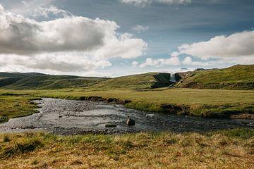 Ijslands landschap | Waterval | Zonnige dag van Floor Bogaerts