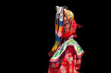 Buthanese monnik verkleed als danser op één van de Dragon feesten in Wangdi. Wout Kok One2expose van Wout Kok
