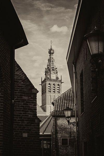Doorkijkje naar de Stevenskerk Nijmegen in zwart-wit van Maerten Prins