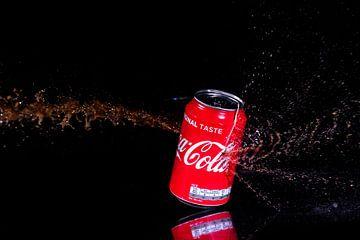 Lekkend blikje cola van Joke Beers-Blom