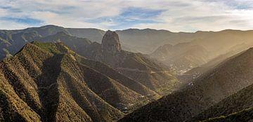 Panorama van zonsondergang Vallehermoso en Roque Cano