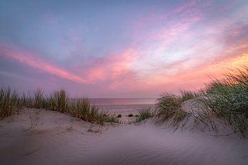 Zonsondergang in de duinen in Nederland van Remco-Daniël Gielen Photography