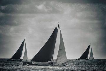 Klassieke Skutsje zeilschepen in zwart en wit van Sjoerd van der Wal