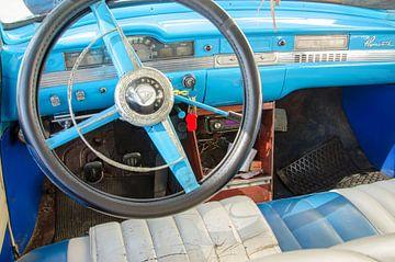 Blauwe oldtimer auto interieur van Nora Verhoef