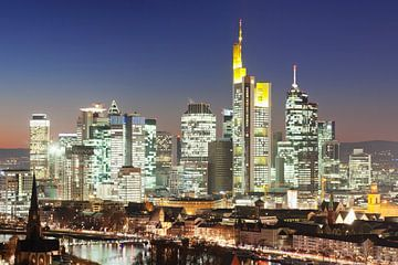 Skyline van Frankfurt op het blauwe uur van Markus Lange