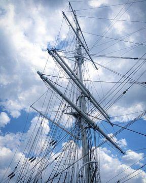 Mast of the three-master Duchesse Anne, Dunkirk, France. van Deborah Blanc
