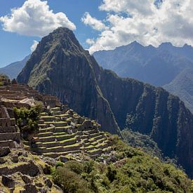 Uitzicht op de oude Inca-stad Machu Picchu. UNESCO-werelderfgoed, Latijns-Amerika van Tjeerd Kruse