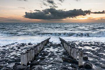 Sonnenuntergang an der Nordseeküste bei Westkapelle von Jan Poppe