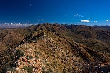 De razorback ridgeline in West MacDonnell Ranges van