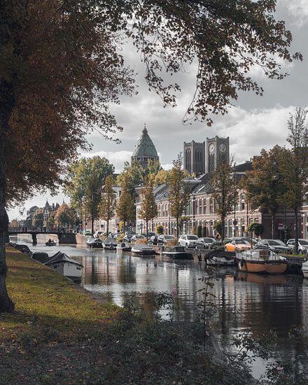 Haarlem: Leidse Vaart in herfsttinten.
