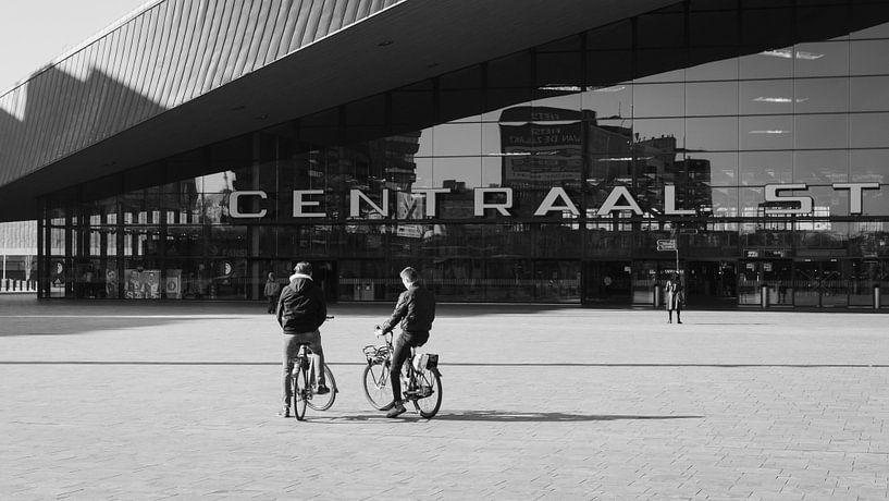 Gare centrale de Rotterdam sur Paul Poot