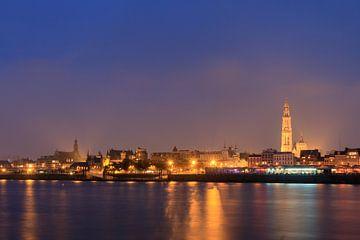 Antwerpen avond aan de Schelde