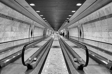 Monte Carlo, Monaco, station, roltrappen, zwartwit foto, symmetrie van Emile Bosch