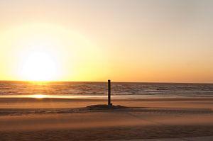 Rustige zonsondergang Noordwijk Nederland van Doris van Meggelen