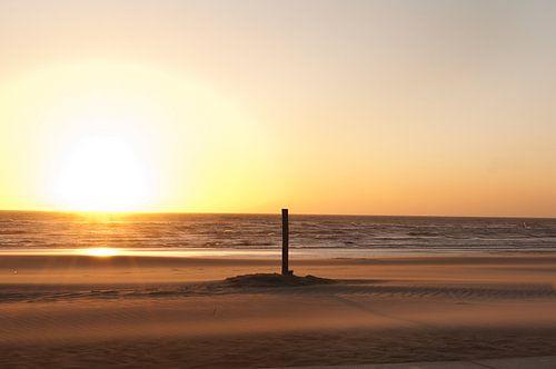 Rustige zonsondergang Noordwijk Nederland