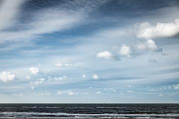 Eenzame boei op zee van Linsey Aandewiel-Marijnen