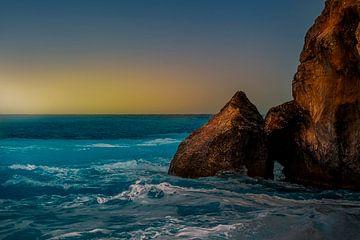 image atmosphérique de rochers provenant de la mer sur MICHEL WETTSTEIN