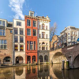 De Maartensbrug en de panden van de Lijnmarkt in Utrecht aan de Oudegracht