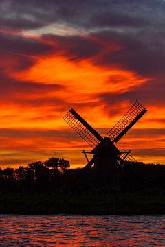 Windmolen zonsondergang van Sander van Driel