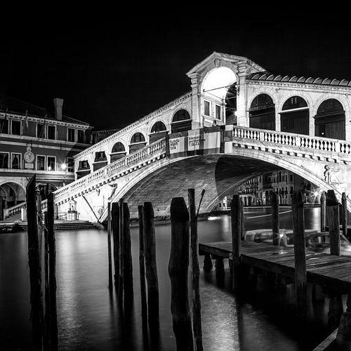 VENICE Rialto Bridge at Night   Monochrome