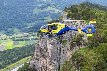 EC.135 boven de Zwisterse Alpen van Jimmy van Drunen