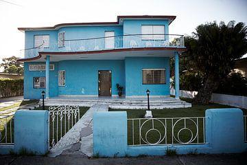 Huis met bouwstijl jaren 60 Cienfuegos Cuba van Karel Ham