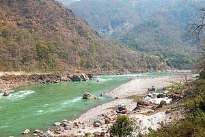 De heilige rivier de Ganges in India bij Laxman Jhula  van